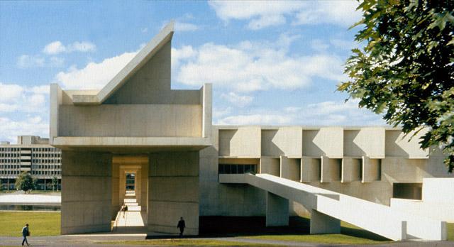 metropolitan museum of art college essay